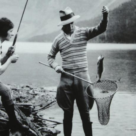 24310 VINTAGE / ANTIQUE FISHING PHOTOGRAPH.