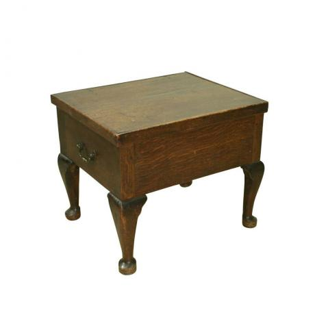 24448 ANTIQUE OAK COMMODE.