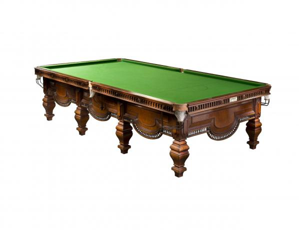 25512 A very good full size snooker table,...