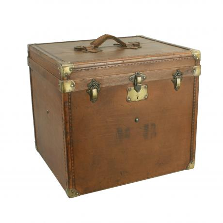 25990 Vintage Small Trunk.
