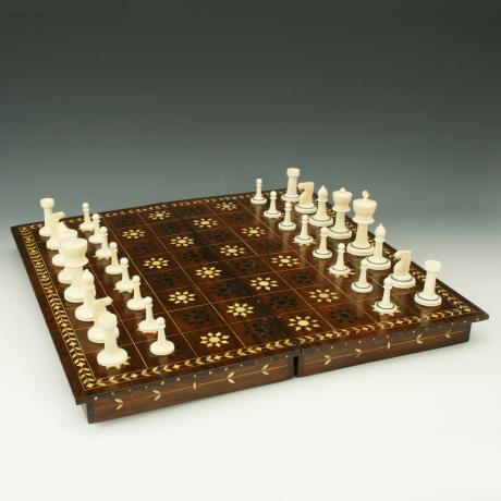 26033 Vintage Ivory Chess Set