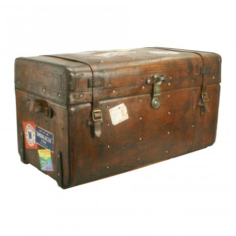 26393 Vintage Leather Traveller\'s Trunk.